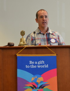 Dave Benson introduces Rotary Exchange Students   051816